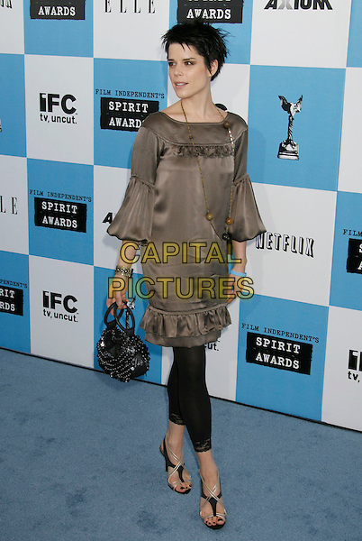 NEVE CAMPBELL .The 2007 Independent Spirit Awards held at the Santa Monica Pier, Santa Monica, California, USA..February 24th, 2007.full length beige satin top black leggings bag purse necklace.CAP/ADM/RE.©Russ Elliot/AdMedia/Capital Pictures