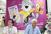 SAO PAULO, SP, 24.08.2014 - BIENAL INTERNACIONAL DO LIVRO - O escritor Ziraldo (D)  durante 23ª Bienal do Livro de São Paulo, que acontece no pavilhão de exposições do Anhembi em São Paulo, SP, na manhã deste domingo (24). A fila percorria todo o estacionamento do Anhembi. (Foto: Carlos Pessuto / Brazil Photo Press).