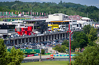 UNGARN, 03.08.2019, Mogyoród oestlich von / east of Budapest. Formel 1-Rennen Grosser Preis von Ungarn auf dem Hungaroring: Blick auf die Haupttribuene. | Formula 1 race Hungarian Grand Prix at Hungaroring: View of the main terrace.<br /> © Martin Fejer/estost.net