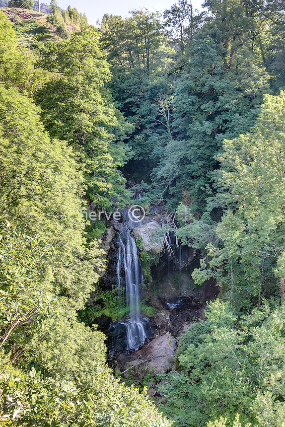 France, Cantal (15), Thiézac, cascade de la Roucolle // France, Cantal, Thiezac, Roucolle waterfall