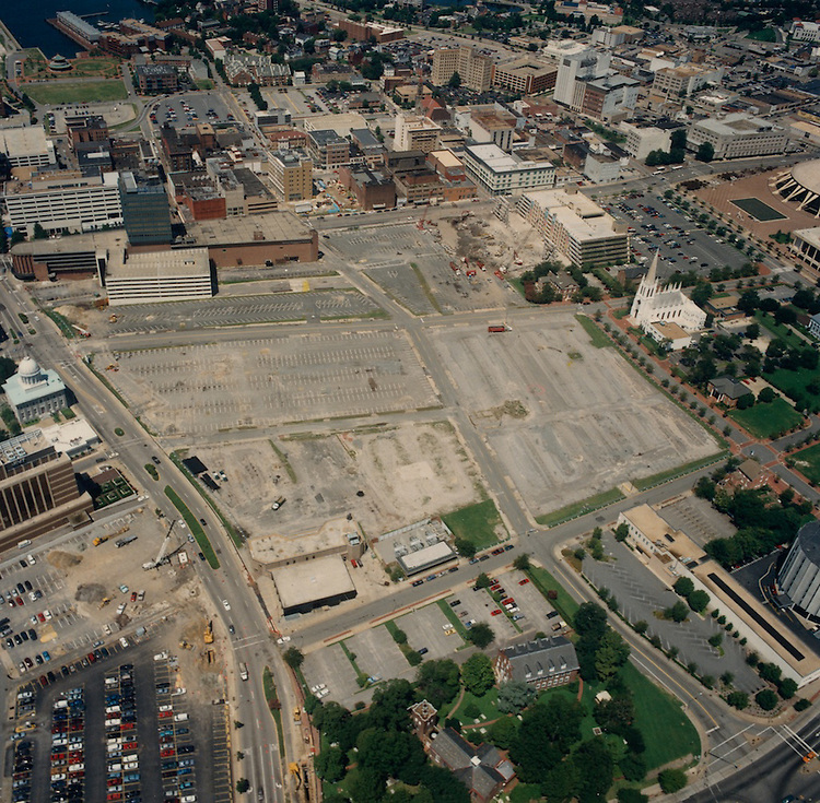 1996 August 15..Redevelopment.Downtown North (R-8)..Aerials Macarthur Center..Looking West...NEG#.NRHA#.08/96  SPECIAL:HOAR  1:4  NRHA1-4.