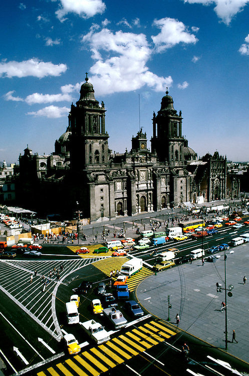 Mexico: Mexico City. .Photo copyright Lee Foster, www.fostertravel.com. .Photo #: mxmexi101, 510/549-2202, lee@fostertravel.com