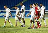 CALI -COLOMBIA-22-OCTUBRE-2014. Jugadores del America de Cali abandonan el campo de juego luego de empatar un gol  por uno ante el Depor FC partido   correspondiente a la  fecha 17 del Torneo Postobon jugado en el estadio Pascual Guerrero de la ciudad de  Cali . / America de Cali players leave the field after a goal by one Match against Depor FC for the date 17 Tournament match played in Postobon Pascual Guerrero stadium in Cali.  Photo: VizzorImage / Juan Carlos Quintero / Stringer