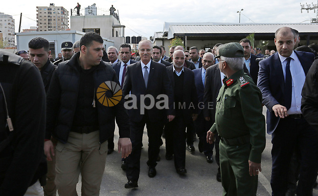 Palestinian Prime Minister Rami Al-Hamdallah and head of Hamas-run security forces in Gaza Tawfiq Abu Naeem review the honor guard as Al-Hamdallah visits the Hamas-run Ministry of Interior in Gaza City December 7, 2017. Photo by Ashraf Amra
