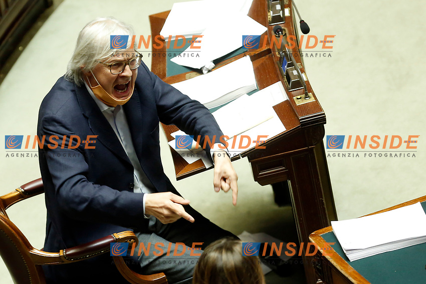 Deputy Vittorio Sgarbi, at the Chamber of Deputies, during the final vote on the Justice Decree, is expelled and brought outside by force by the clerks, after he called the Superior Council of the Judiciary, a Mafia association, and insulted the Vice President of the Chamber and the deputy Giusi Bartolozzi that was talking at the moment. Rome (Italy), June 25th 2020<br /> Vittorio sgarbi viene cacciato dall'Aula della Camera e portato via di forza dai commessi, dopo aver accusato il CSM di essere un'associazione mafiosa e dopo aver insultato le deputata Giusi Bartolozzi e la vice-presidente della Camera Mara Carfagna.<br /> Foto Samantha Zucchi Insidefoto