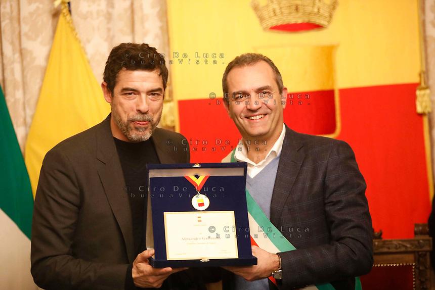 The actor Alessandro Gassman receives the honorary citizenship of Naples <br /> Alessandro Gasmann cittadino onorario di Napoli<br /> Ù il Sindaco Di Napoli Luigi de Magistris