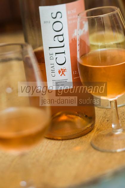 France, île de la Réunion, Parc national de La Réunion, classé Patrimoine Mondial de l'UNESCO, Cirque de CIlaos, Cilaos:  Vins du Chai de Cilaos, Le Cilaos est un vin de pays,  vin de montagne produit dans le cirque de Cilaos, à la Réunion. C'est l'un des seuls vins français produits dans l'hémisphère sud. Il bénéficie d'une IGP.<br />     //  France, Reunion island (French overseas department), Parc National de La Reunion (Reunion National Park), listed as World Heritage by UNESCO, cirque of Cilaos,  Cilaos: Chai Cilaos wines,  The Cilaos is a wine country, mountain wine produced in Cilaos, Reunion. This is one of the only French wines produced in the southern hemisphere. It enjoys an IGP.