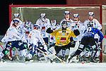 Uppsala 2014-12-10 Bandy Elitserien IK Sirius - Bolln&auml;s GIF :  <br /> Sirius Mattias Hammarstr&ouml;m med en m&aring;lchans p&aring; h&ouml;rna framfl&ouml;t Bolln&auml;s m&aring;lvakt Patrik Aihonen och f&ouml;rsvar <br /> (Foto: Kenta J&ouml;nsson) Nyckelord:  Bandy Elitserien Uppsala Studenternas IP IK Sirius IKS Bolln&auml;s GIF BGIF Giffarna