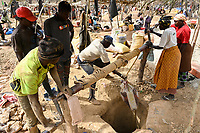 MALI, Kayes, Sadiola, artisanal gold mining at Camp SIRIMANA, winch to lift up the soil / Klein-Goldbergbau
