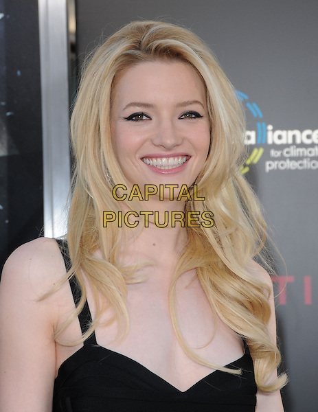 TALULAH RILEY .at the Warner Bros. Film Premiere of 'Inception' held at The Grauman's Chinese Theatre in Hollywood, California, USA, July 13th 2010..portrait headshot smiling make-up black .CAP/RKE/DVS.©DVS/RockinExposures/Capital Pictures.