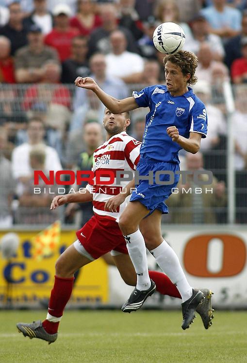 RLN 2007/2008 4. Spieltag Hinrunde<br /> BSV Kickers Emden - 1. FC Union Berlin<br /> Kopfball Alexander Kr&uuml;ck (Emden#23) - dahinter: Torsten Mattuschka (Union#17)<br /> <br /> Foto &copy; nph (  nordphoto  )<br /> <br /> <br /> <br />  *** Local Caption ***