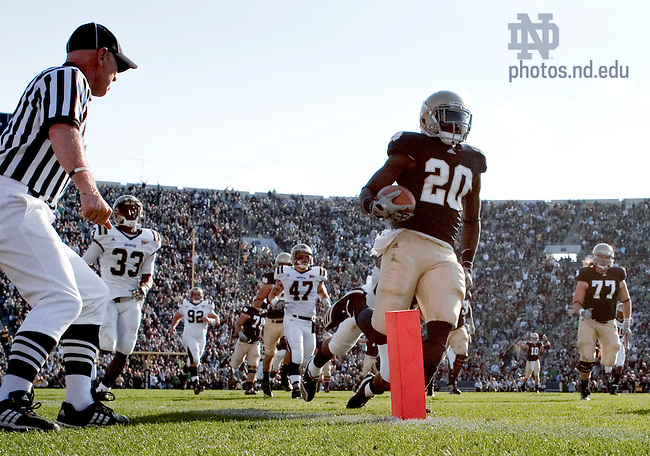 Running back Cierre Wood (20) scores in the third quarter...Photo by Matt Cashore/University of Notre Dame