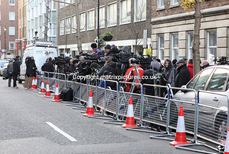 NON EXCLUSIVE PICTURE: MATRIXPICTURES.CO.UK.PLEASE CREDIT ALL USES..WORLD RIGHTS..General view shows press and media waiting outside London's King Edward VII Hospital. ..British royal Kate Middleton, the Duchess of Cambridge, is pregnant with her first child by Prince William, the Duke of Cambridge. ..She is currently under supervision inside the hospital following an acute bout of morning sickness...DECEMBER 4th 2012..REF: WTX 125718
