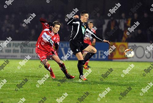 2013-01-05 / Voetbal / seizoen 2012-2013 / Hoogstraten - Bornem / Bart Cornelissen (l. Hoogstraten) met Pieter Beckers..Foto: Mpics.be