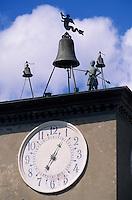 Europe/Italie/Ombrie/Orvieto : Sur la place du Dôme - L'automate horloge réputé du beffroi