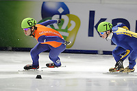 SCHAATSEN: DORDRECHT: Sportboulevard, Korean Air ISU World Cup Finale, 10-02-2012, Sjinkie Knegt NED (62), Valentyn Danilovskyi UKR (76), ©foto: Martin de Jong