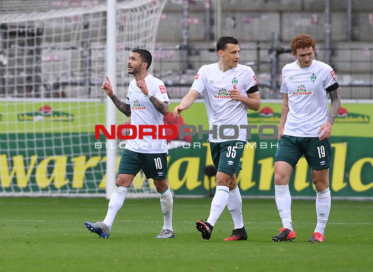 FussballFussball: agnph001:  1. Bundesliga Saison 2019/2020 27. Spieltag 23.05.2020<br />SC Freiburg - SV Werder Bremen<br />Leonardo Bittencourt (links) jubelt nach dem Tor zum 0:1 mit Maximilian Eggestein (Mitte) und Josh Sargent (rechts alle Bremen)<br />FOTO: Markus Ulmer/Pressefoto Ulmer/ /Pool/gumzmedia/nordphoto<br /><br />Nur fŸr journalistische Zwecke! Only for editorial use! <br />No commercial usage!