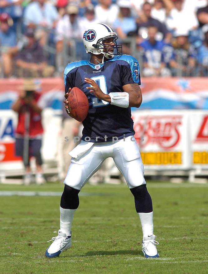 Steve McNair, of the Tennessee Titans, in action during their game against the Cleveland Browns on November 6, 2005...Browns win 20-14..Chris Bernacchi / SportPics