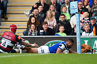 Joe Cokanasiga of Bath Rugby scores a try in the first half. Gallagher Premiership match, between Leicester Tigers and Bath Rugby on May 18, 2019 at Welford Road in Leicester, England. Photo by: Patrick Khachfe / Onside Images