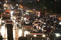 SAO PAULO, SP, 06/06/2012, SAIDA FERIADO CORPOS CHRIST. A chuva complicou a saida do paulistano para o feriado  prolongado de Corpos Christ, na foto a Radial; Leste. Luiz Guarnieri/ Brazil Photo Press