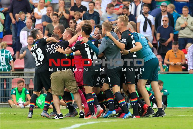 11.08.2019, Stadion Lohmühle, Luebeck, GER, DFB-Pokal, 1. Runde VFB Lübeck vs 1.FC St. Pauli<br /> <br /> DFB REGULATIONS PROHIBIT ANY USE OF PHOTOGRAPHS AS IMAGE SEQUENCES AND/OR QUASI-VIDEO.<br /> <br /> im Bild / picture shows<br /> Fans feiern mit der Mannschaft von FC St. Pauli auf dem Rasen<br /> <br /> Foto © nordphoto / Tauchnitz