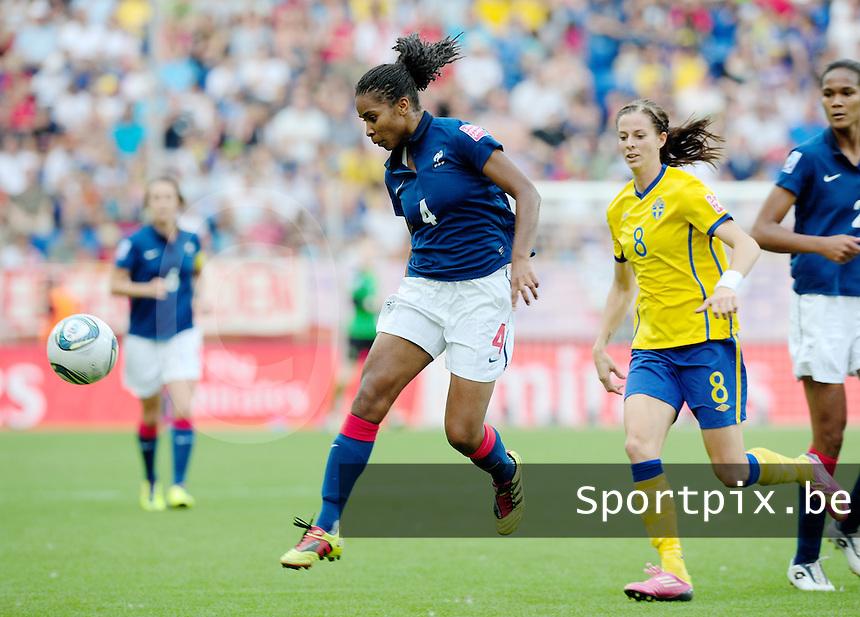 Fifa Women's World Cup Germany 2011 : Zweden - France Frankrijk at Sinsheim World Cup stadium : Laura Georges voor Lotta Schelin.foto DAVID CATRY / Vrouwenteam.be