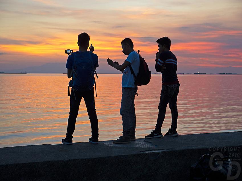 Selfies at sunset along Manila Bay, Philippines
