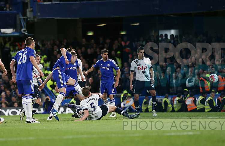 Chelsea's Gary Cahill scoring his sides opening goal during the Barclays Premier League match at Stamford Bridge Stadium.  Photo credit should read: David Klein/Sportimage