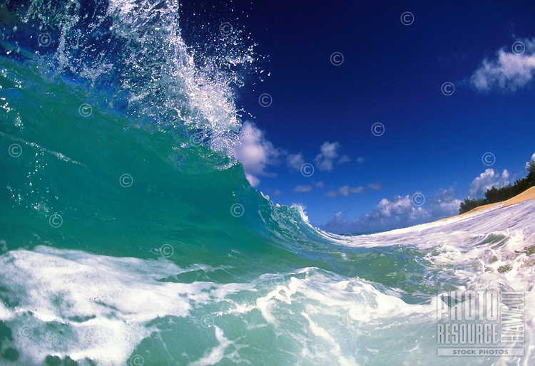 wave splashing at ke'iki beach, Oahu.