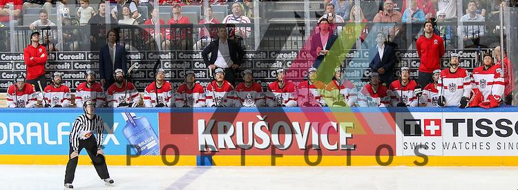 Team Bank &Ouml;sterreich schauen auf den Videow&uuml;rfel im Spiel IIHF WC15 Kanada vs. Oestereich.<br /> <br /> Foto &copy; P-I-X.org *** Foto ist honorarpflichtig! *** Auf Anfrage in hoeherer Qualitaet/Aufloesung. Belegexemplar erbeten. Veroeffentlichung ausschliesslich fuer journalistisch-publizistische Zwecke. For editorial use only.