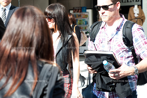 """November 7, 2012, Tokyo, Japan : Carly Rae Jepsen outside Studio Alta in Shinjuku, where she is participating as a special guest for Fuji television's """"Waratte ii Tomo"""" variety show. This is Carly Jepsen's third time visiting Japan. She is going to participate at Girls Award 2013 on November 8.  (Photo by Yumeto Yamazaki/Nippon News)"""