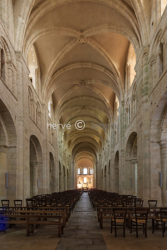 France, Manche (50), Cotentin, Lessay, abbaye de la Sainte-Trinité, abbaye bénédictine romane du XIe siècle, la nef // France, Manche, Cotentin Peninsula, Lessay, Sainte Trinite abbey dated 11th century, the nave