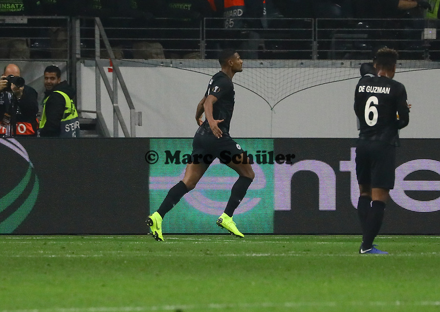 celebrate the goal, Torjubel zum 2:0 von Sebastien Haller (Eintracht Frankfurt) - 25.10.2018: Eintracht Frankfurt vs. Apollon Limassol FC, Commerzbank Arena, Europa League 3. Spieltag, DISCLAIMER: DFL regulations prohibit any use of photographs as image sequences and/or quasi-video.