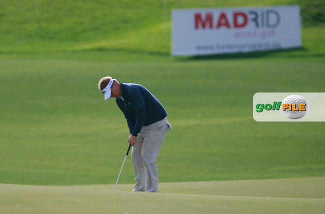 Ross McGowan (ENG) putts on the 18th green during Friday's Round 2 of the Bankia Madrid Masters at El Encin Golf Hotel, Madrid, Spain, 7th October 2011 (Photo Eoin Clarke/www.golffile.ie)