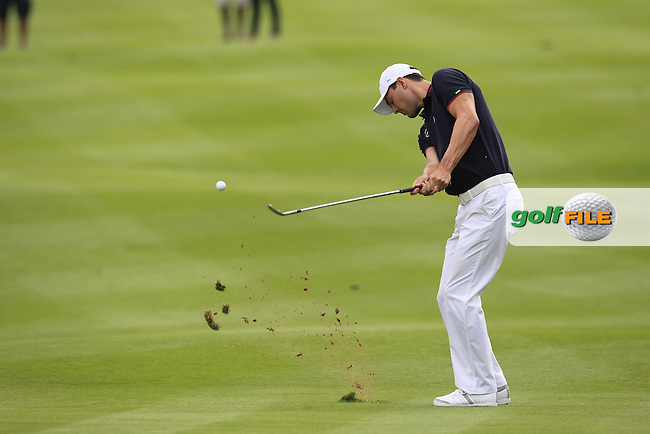 Martin Kaymer (GER) duffs his chip on the 13th hole during Sunday's Final Round of the Abu Dhabi HSBC Golf Championship 2015 held at the Abu Dhabi Golf Course, United Arab Emirates. 18th January 2015.<br /> Picture: Eoin Clarke www.golffile.ie