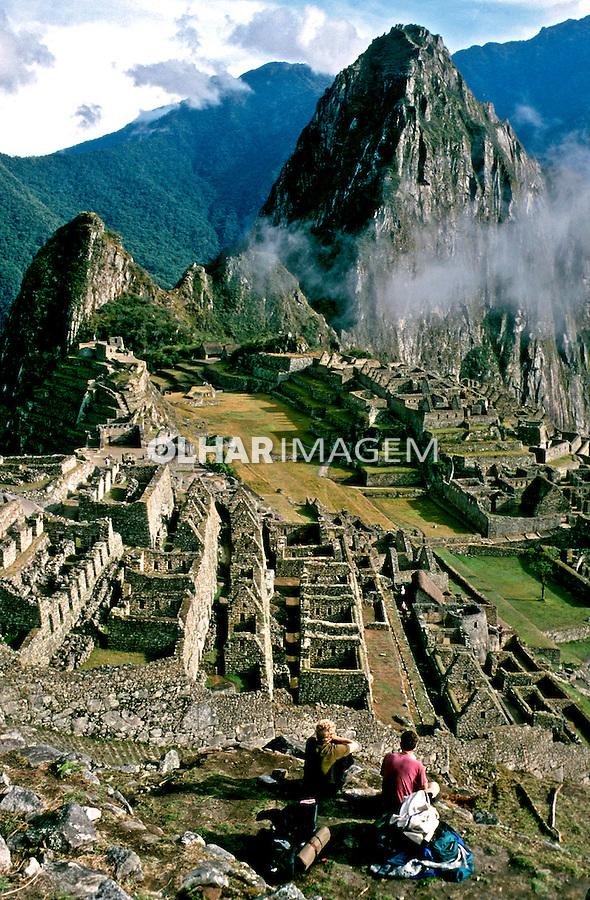 Machu-Pichu e Huayana Pichu ao fundo, no Perú.<br /> Foto de Renata Mello.<br /> Data: 2000
