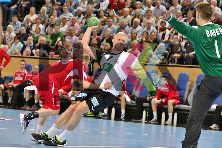 Kiel, 14.06.15, Sport, Handball, L&auml;nderspiel, EM-Qualifikation, Deutschland - &Ouml;sterreich : Robert Weber (SC Magdeburg / &Ouml;sterreich, #28),  Patrick Wiencek (THW Kiel / Deutschland, #07)<br /> <br /> Foto &copy; P-I-X.org *** Foto ist honorarpflichtig! *** Auf Anfrage in hoeherer Qualitaet/Aufloesung. Belegexemplar erbeten. Veroeffentlichung ausschliesslich fuer journalistisch-publizistische Zwecke. For editorial use only.