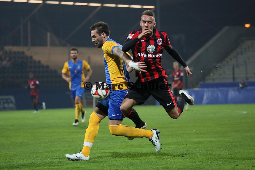 Luca Waldschmidt(Eintracht) gegen Avni Pepa (Kosovo) - Eintracht Frankfurt vs. Nationalmannschaft Kosovo, Frankfurter Volksbank Stadion