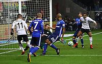 Mijat Gacinovic (Eintracht Frankfurt) bereitet das Tor zum 2:0 von Sebastien Haller (Eintracht Frankfurt) vor und schiebt den Ball vorbei an Torwart Ralf Fährmann (FC Schalke 04) - 16.12.2017: Eintracht Frankfurt vs. FC Schalke 04, Commerzbank Arena, 17. Spieltag Bundesliga