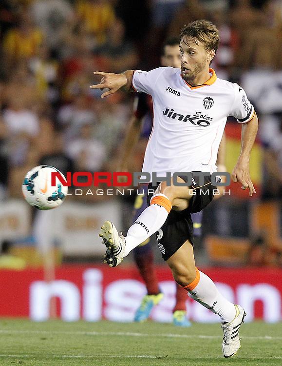 Valencia's Sergio Canales during La Liga match.September 1,2013. Foto © nph / Acero)