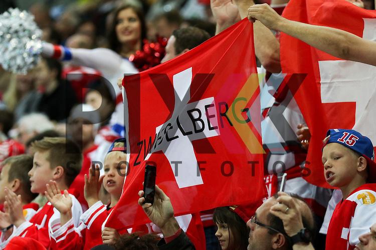 Schweizer Fans im Spiel IIHF WC15 Schweiz vs. Canada.<br /> <br /> Foto &copy; P-I-X.org *** Foto ist honorarpflichtig! *** Auf Anfrage in hoeherer Qualitaet/Aufloesung. Belegexemplar erbeten. Veroeffentlichung ausschliesslich fuer journalistisch-publizistische Zwecke. For editorial use only.