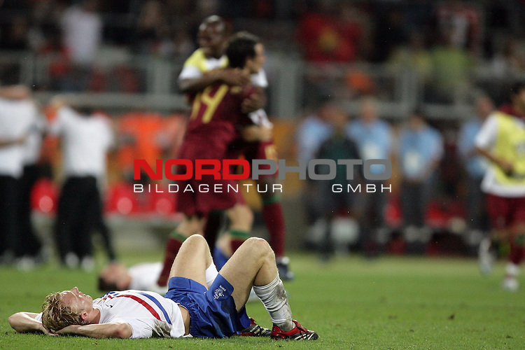 FIFA WM 2006 -  Round of Sixteen - / Viertelfinale <br /> Play     #52 (25-Jun) - Portugal vs Niederlande ( Holland ) 1:0<br /> <br /> Enttaeuscht nach dem Spiel auf dem Boden<br /> <br /> <br /> Foto &copy; nordphoto