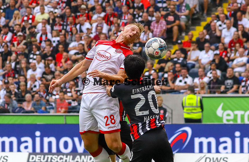 Kopfball Rouwen Hennings (Fortuna Düsseldorf) gegen Makoto Hasebe (Eintracht Frankfurt) - 01.09.2019: Eintracht Frankfurt vs. Fortuna Düsseldorf, Commerzbank Arena, 3. Spieltag<br /> DISCLAIMER: DFL regulations prohibit any use of photographs as image sequences and/or quasi-video.
