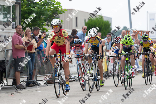 2014-07-21 / Wielrennen / Arendonk / Vlaams Kampioenschap Aspiranten / 12 jaar / Luca Van Hout is in de sprint sneller dan Flore Wienen en Arne Baers <br /> <br /> Foto: Mpics.be