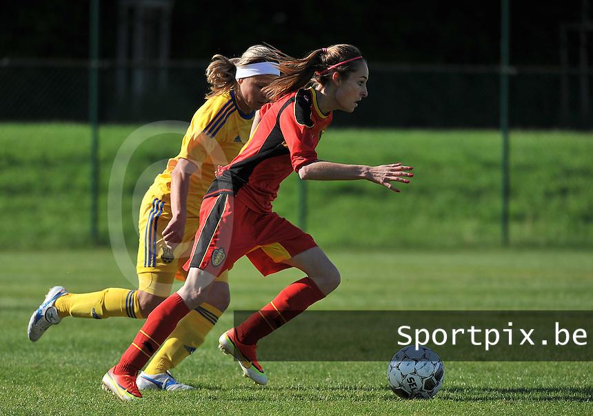 Belgium - Ukraine : Tessa Wullaert aan de bal voor Valentyna Kotyk (4)<br /> foto DAVID CATRY / Nikonpro.be