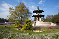 United Kingdom, England, London: The Peace Pagoda in Battersea Park | Grossbritannien, England, London: die Friedenspagode im Battersea Park