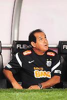 ATENÇÃO EDITOR: FOTO EMBARGADA PARA VEÍCULOS INTERNACIONAIS. - RIO DE JANEIRO, RJ, 06 DE SETEMBRO DE 2012 - CAMPEONATO BRASILEIRO - FLUMINENSE X SANTOS - Muricy Ramalho, treinador do Santos, antes da partida contra o Fluminense, pela 22a rodada do Campeonato Brasileiro, no Stadium Rio (Engenhao), na cidade do Rio de Janeiro, nesta quarta, 06. FOTO BRUNO TURANO BRAZIL PHOTO PRESS