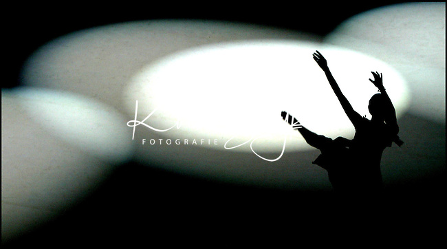 KOEN SUYK-30/6/2003-AMSTERDAM: In 2003 was  ons land aan de beurt om het prestigieuze Eurovision  <br />Young Dancers concours te organiseren. Hieraan doen jonge dansers uit 17 landen mee en werd de finale  Amsterdamse Stadsschouwburg gehouden.<br /> Natalia Krekou (foto) uit Cyprus tijdens haar uitvoering.