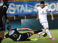 BOGOTA -COLOMBIA, 20 -SEPTIEMBRE-2014. Oscar Barreto  ( D) de La Equidad   disputa el balón con Leandro Diaz ( I ) del Once Caldas durante partido de la  decima  fecha  de La Liga Postobón 2014-2. Estadio Metroplitano de Techo . / Oscar Barreto  (R) of Equidad fights for the ball with Leandro Diaz (L) of Once Caldas during tenth game of the La Liga Postobón date 2014-2. Metropolitano de Techo  Stadium . Photo: VizzorImage / Felipe Caicedo / Staff