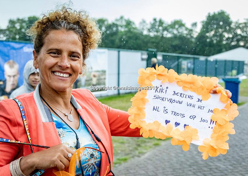 Rosmalen, Netherlands, 16 June, 2019, Tennis, Libema Open, A big Kiki Bertens (NED) fan<br /> Photo: Henk Koster/tennisimages.com